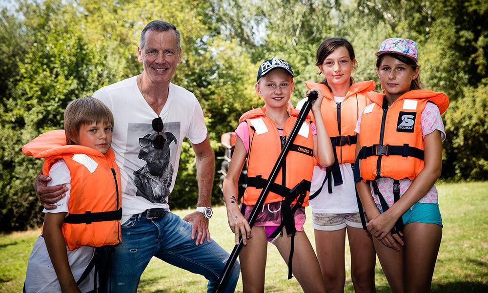 Sommercamp der Henry Maske Stiftung in der Perspektivfabrik am Beetzsee – Vor dem Spaß auf dem Wasser wird die Sicherheit GROSS geschrieben.